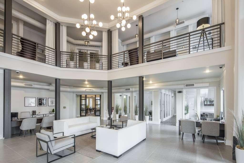 IMT Lakeshore Lofts - real estate agency  | Photo 2 of 10 | Address: 800 Lake Carolyn Pkwy, Irving, TX 75039, USA | Phone: (972) 982-8649