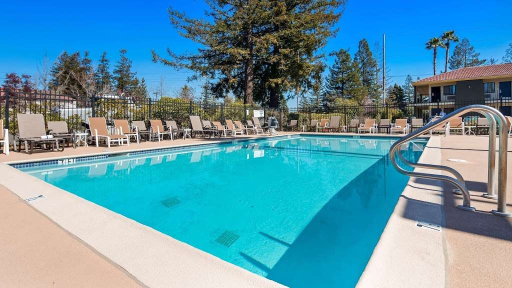 Best Western Inn - lodging  | Photo 3 of 9 | Address: 6500 Redwood Dr, Rohnert Park, CA 94928, USA | Phone: (707) 584-7435
