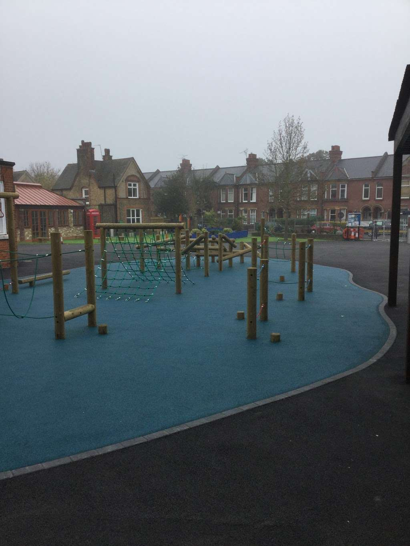 Telferscot Primary School - school  | Photo 10 of 10 | Address: Telferscot Rd, London SW12 0HW, UK | Phone: 020 8673 7362