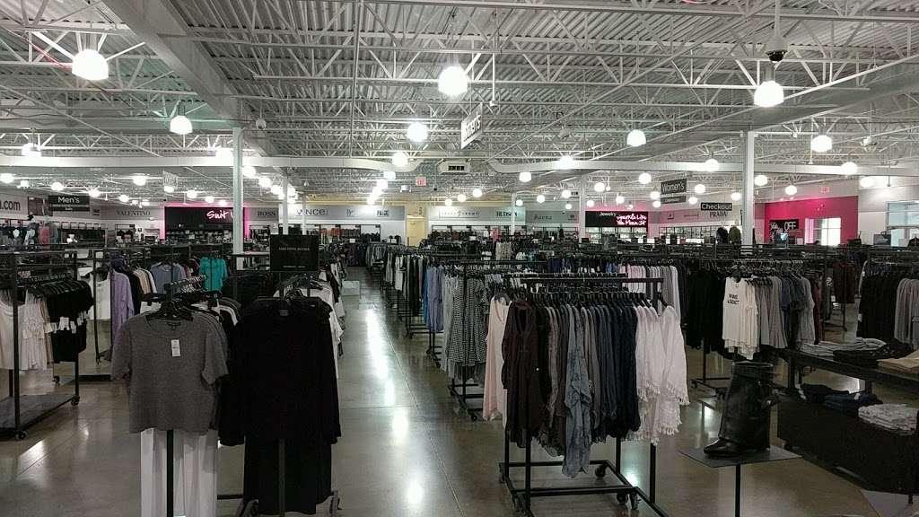 Saks OFF 5TH - department store  | Photo 5 of 10 | Address: 1650 Premium Outlet Blvd #1600, Aurora, IL 60502, USA | Phone: (331) 212-3950