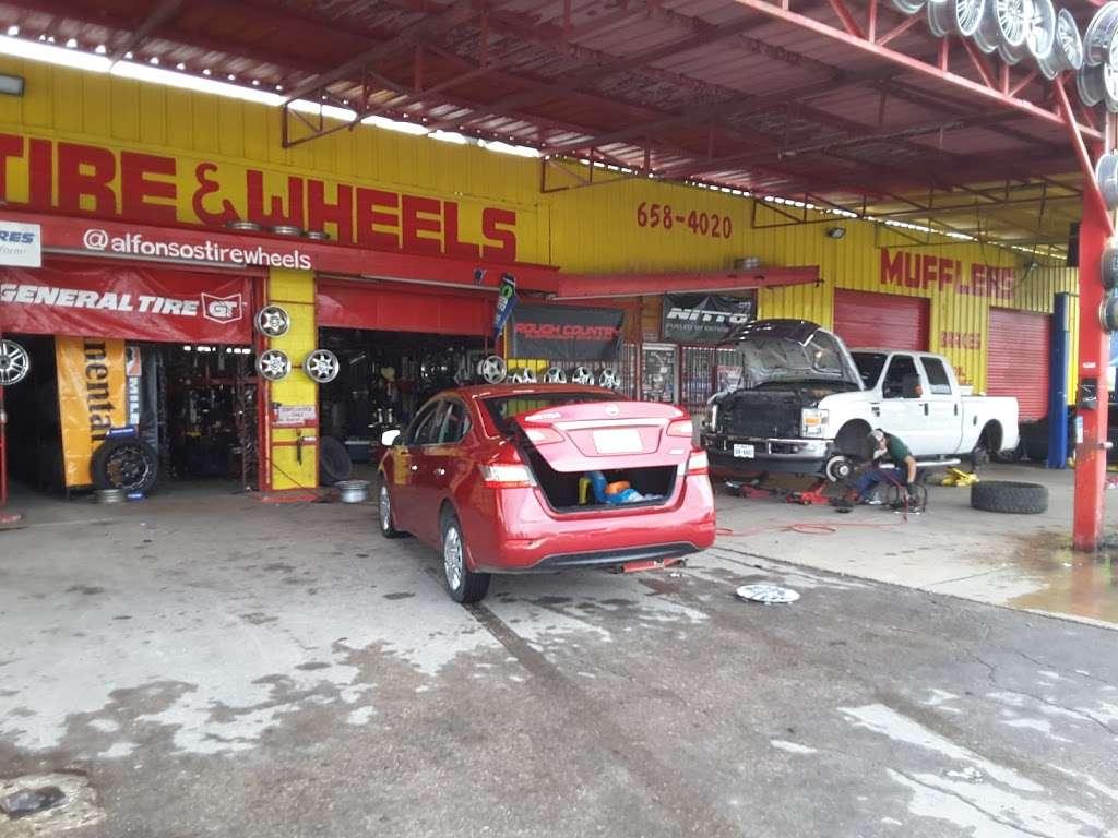 Alfonsos Tire & Wheels - car repair  | Photo 1 of 10 | Address: 432 Main St, Schertz, TX 78154, USA | Phone: (210) 658-4020