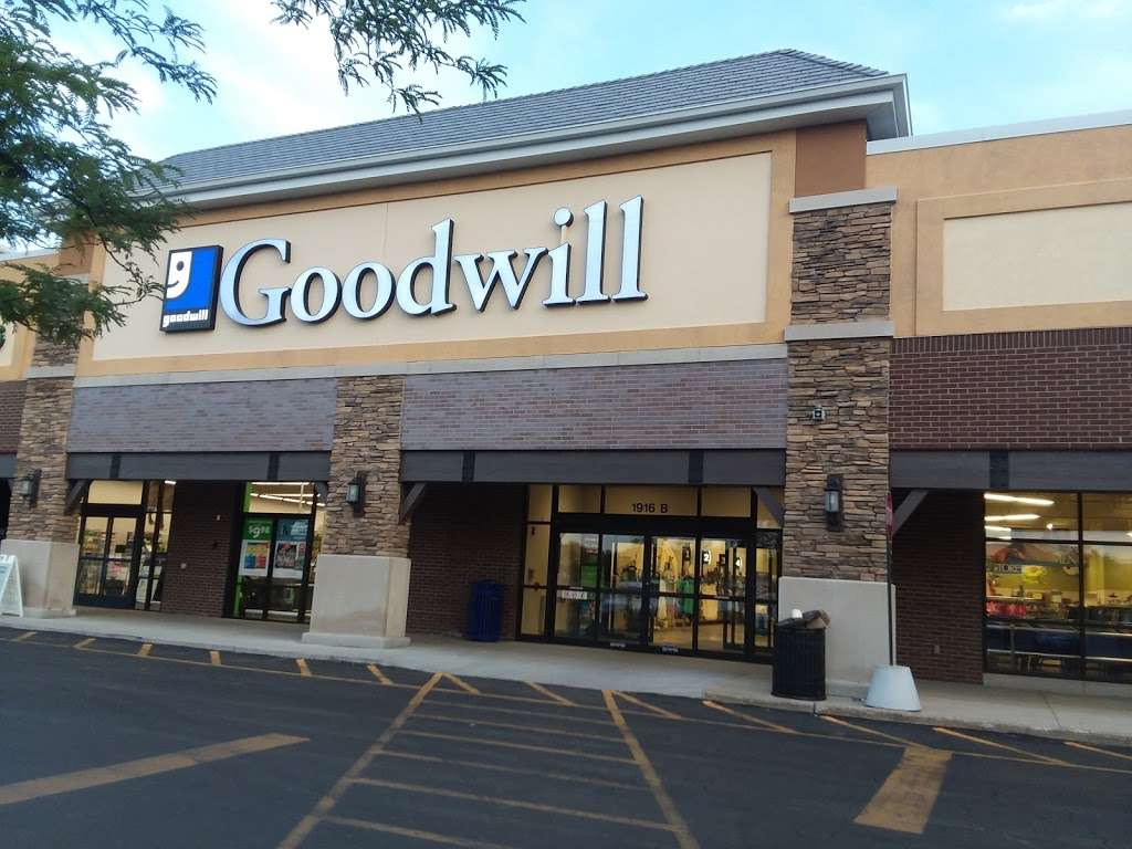 Goodwill Store & Donation Center in Evanston - store  | Photo 6 of 10 | Address: 1916B Dempster Street, Evanston, IL 60202, USA | Phone: (847) 905-1202
