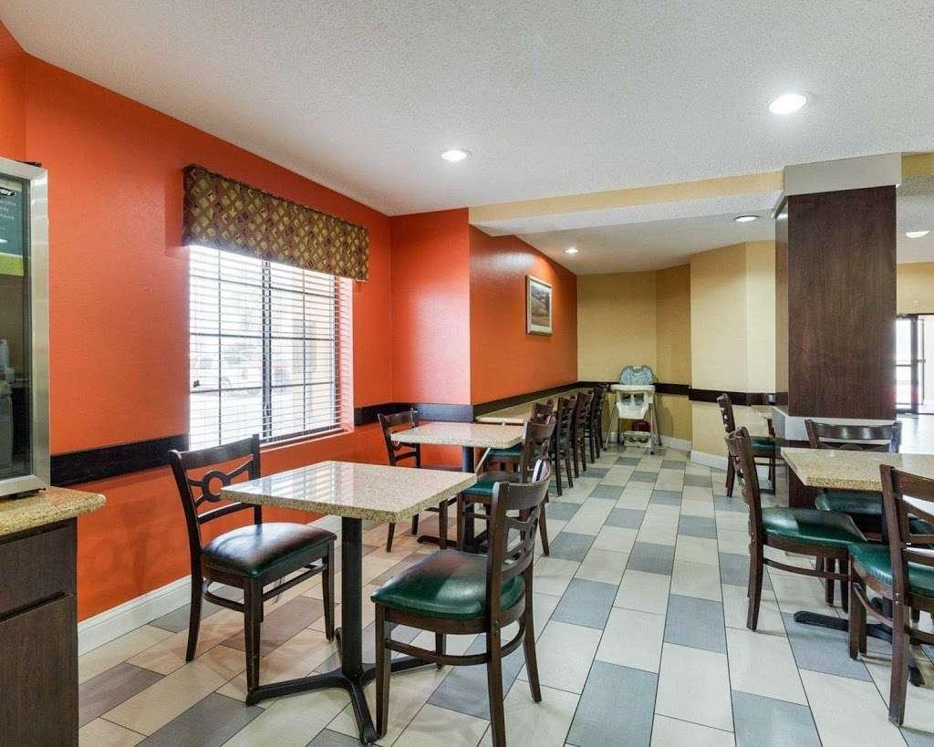 Quality Inn - lodging    Photo 5 of 10   Address: 5222 Interstate 10 E, Baytown, TX 77521, USA   Phone: (281) 421-7200