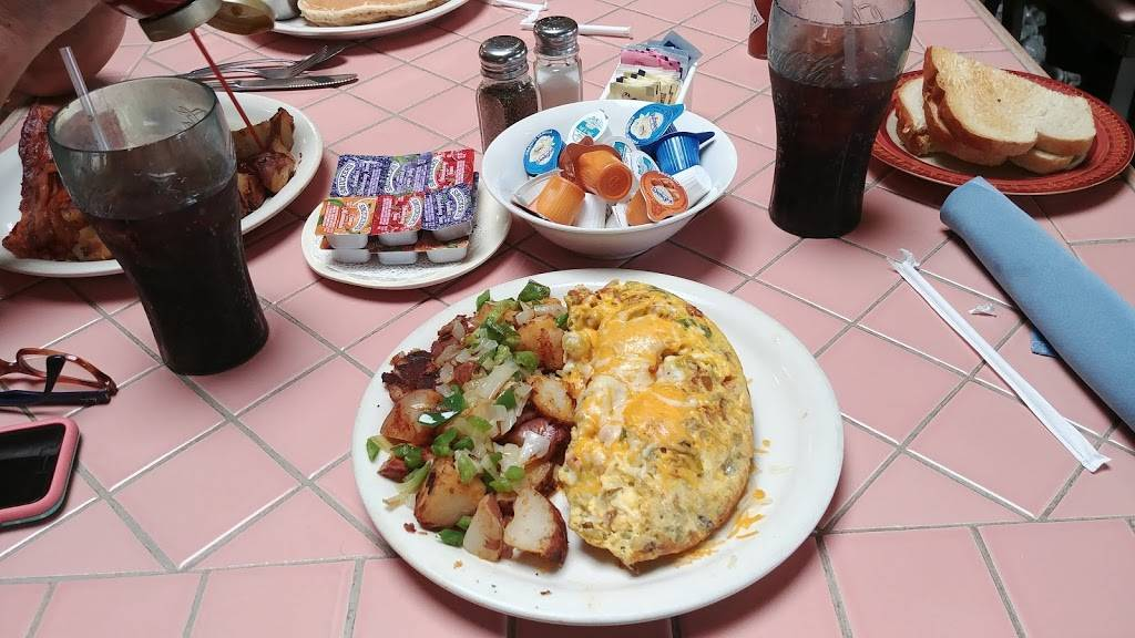 Fresno Breakfast House - restaurant  | Photo 5 of 10 | Address: 2085 W Bullard Ave, Fresno, CA 93711, USA | Phone: (559) 431-1385