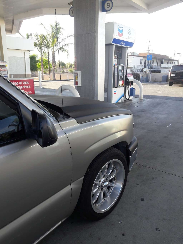Chevron San Bernardino - gas station  | Photo 4 of 6 | Address: 295 E 40th St, San Bernardino, CA 92404, USA | Phone: (909) 882-8313