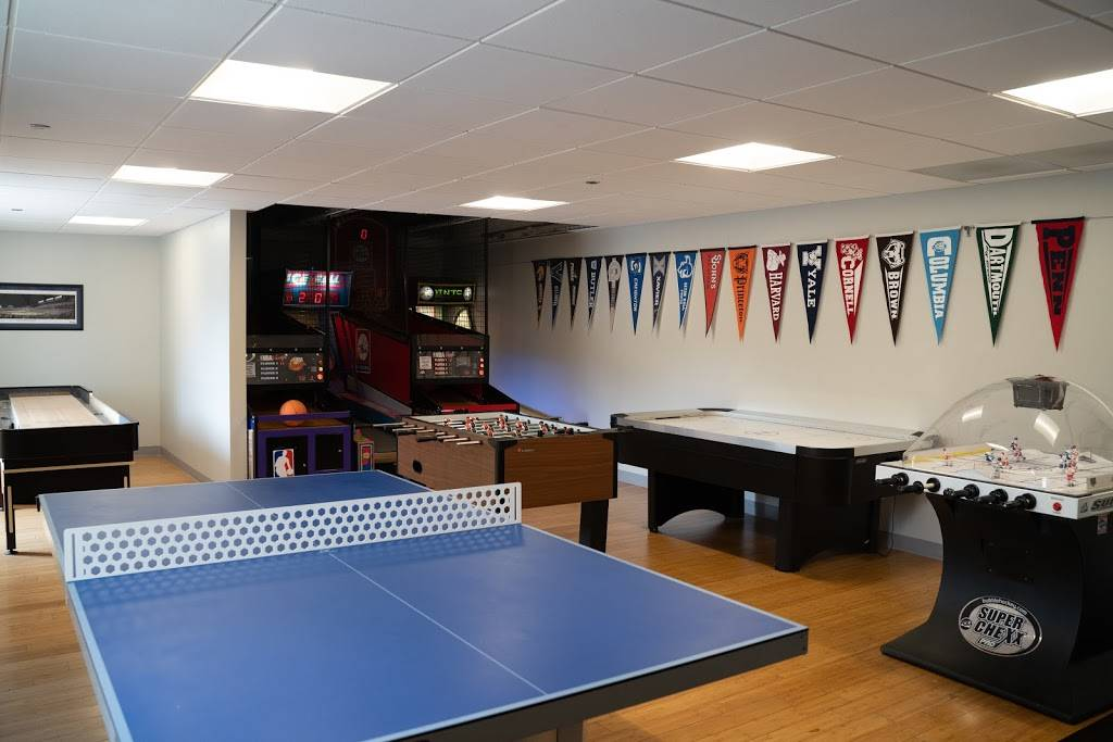 Lakeshore Sport & Fitness - gym    Photo 9 of 10   Address: 1320 W Fullerton Ave, Chicago, IL 60614, USA   Phone: (773) 348-6377