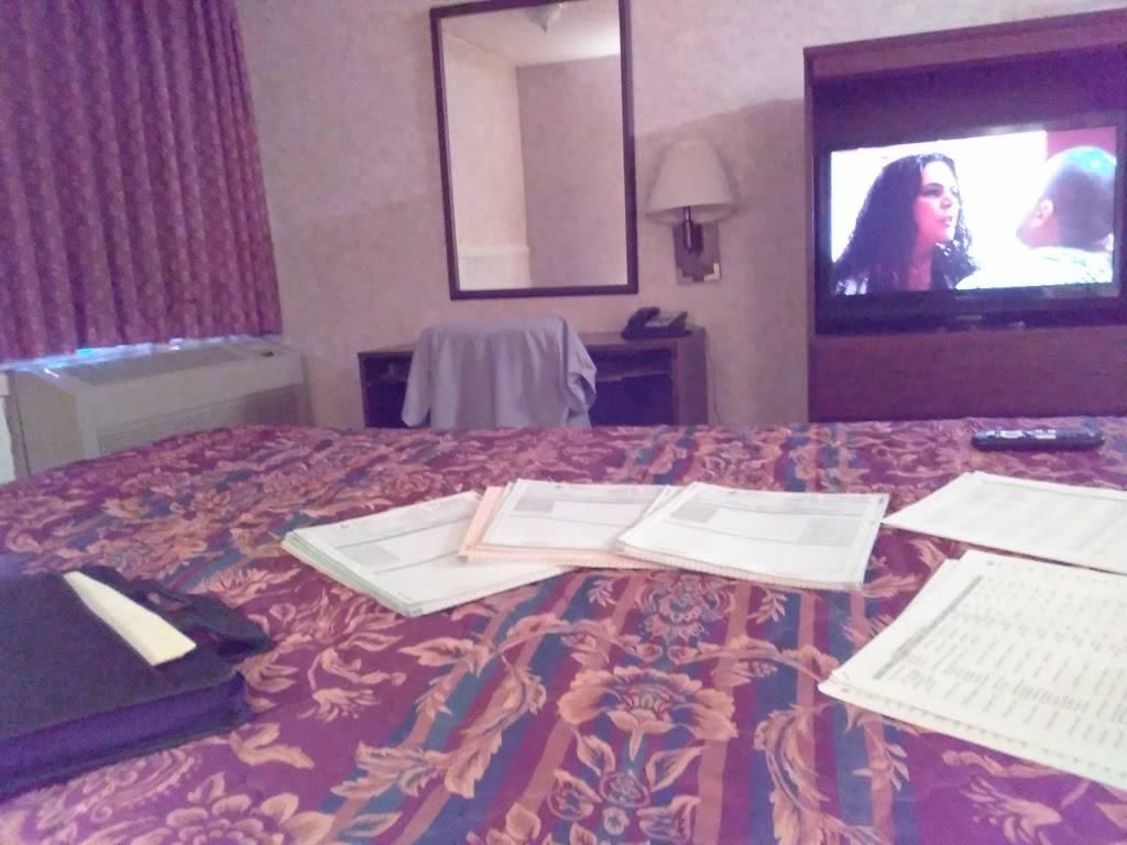Regency Inn - lodging  | Photo 5 of 10 | Address: 6125 W Kellogg Dr, Wichita, KS 67209, USA | Phone: (316) 942-1341
