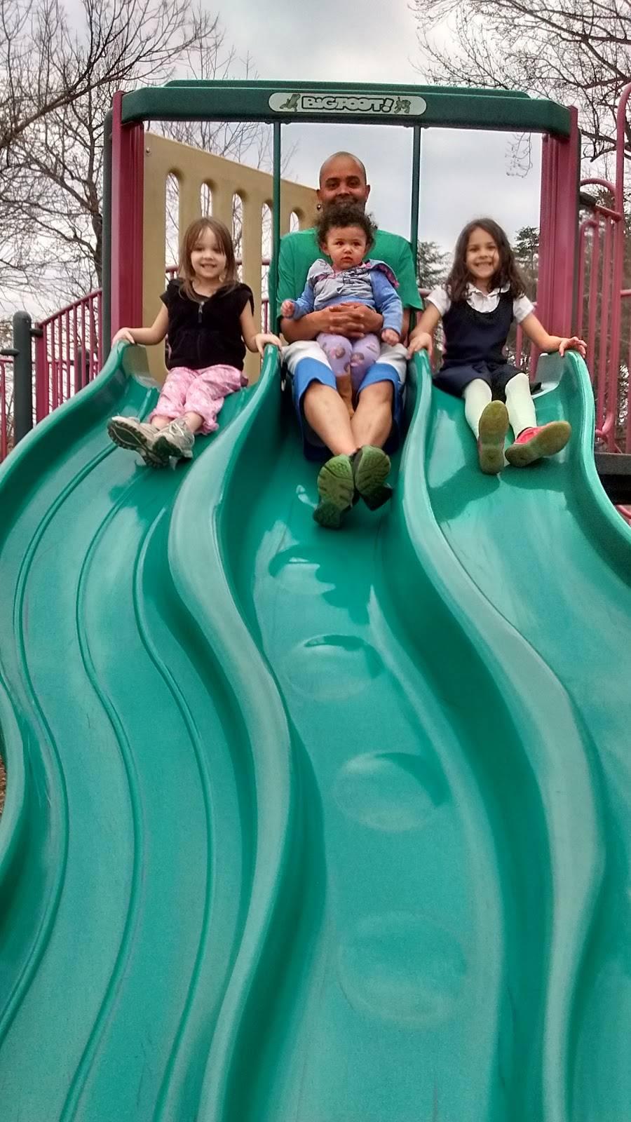 Highview Park - park  | Photo 5 of 10 | Address: 7201 Outer Loop, Louisville, KY 40228, USA | Phone: (502) 601-2318
