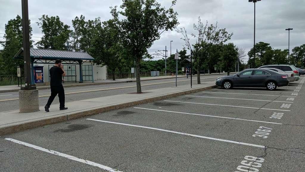 County Rd 612 Parking - parking  | Photo 2 of 5 | Address: County Rd 612, Jersey City, NJ 07302, USA