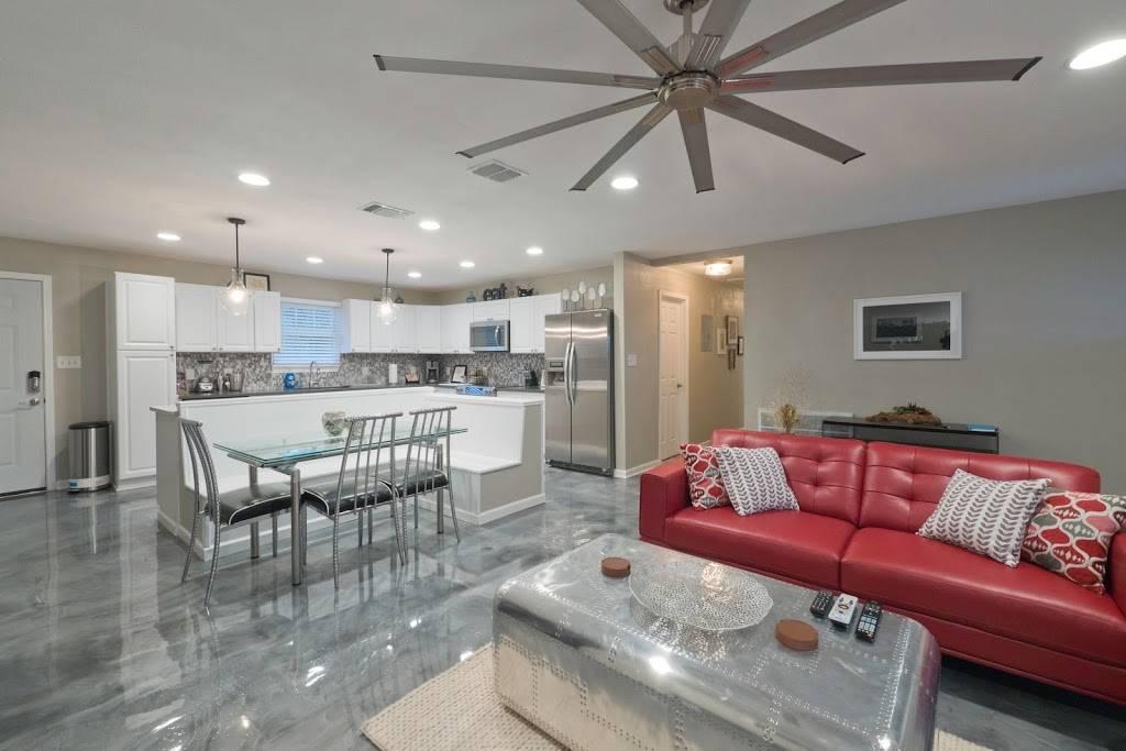 Stay SA Historic Vacation Rentals - real estate agency  | Photo 7 of 8 | Address: 233 Leigh St, San Antonio, TX 78210, USA | Phone: (210) 317-4076
