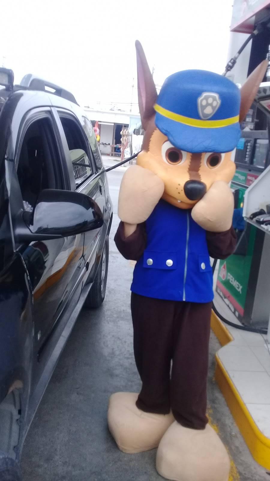 Pemex - gas station    Photo 4 of 4   Address: Revolucion Y Bajio, Bellavista, Bertha del Avellano, 88177 Nuevo Laredo, Tamps., Mexico   Phone: 800 736 3900