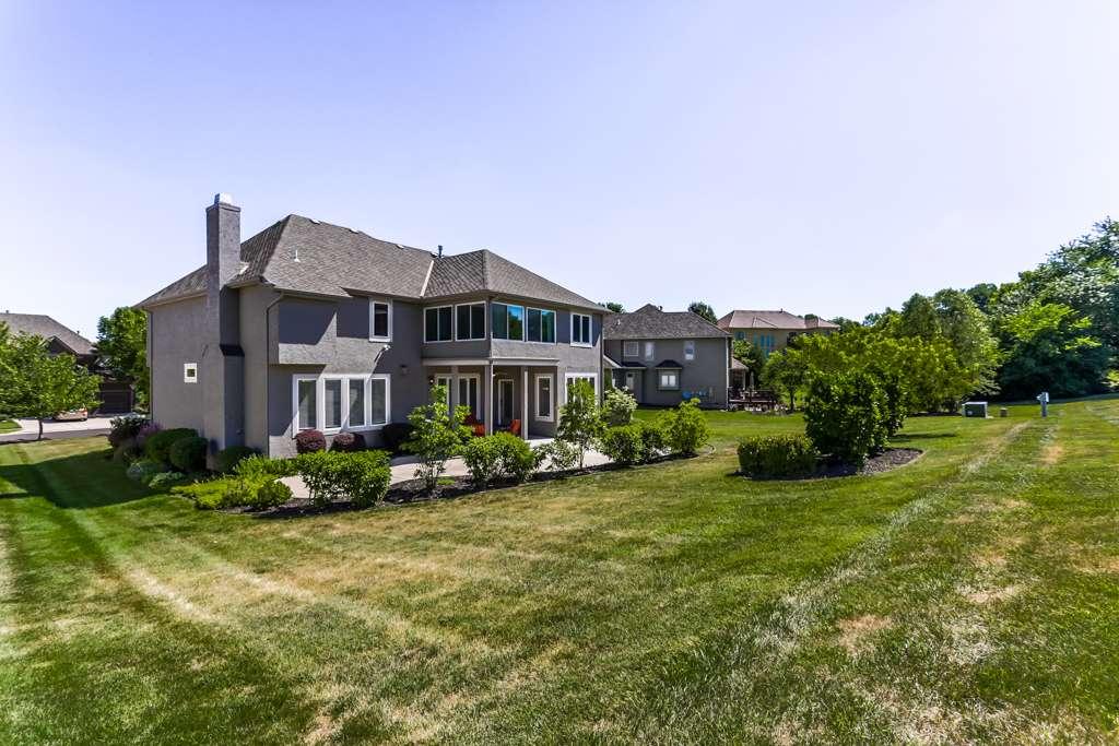 Overland Park Kansas Vacation Property - real estate agency    Photo 9 of 10   Address: 9711 W 145th Terrace, Overland Park, KS 66221, USA   Phone: (214) 713-3353