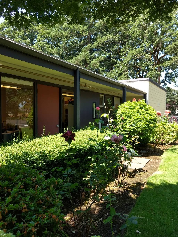 Oak Hills Presbyterian Church - church  | Photo 3 of 5 | Address: 5101 SE Thiessen Rd, Milwaukie, OR 97267, USA | Phone: (503) 654-4321
