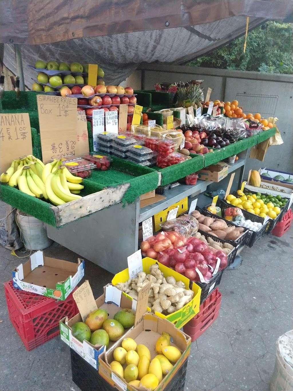Island Fruit Stand - store  | Photo 2 of 4 | Address: Main St, New York, NY 10044, USA