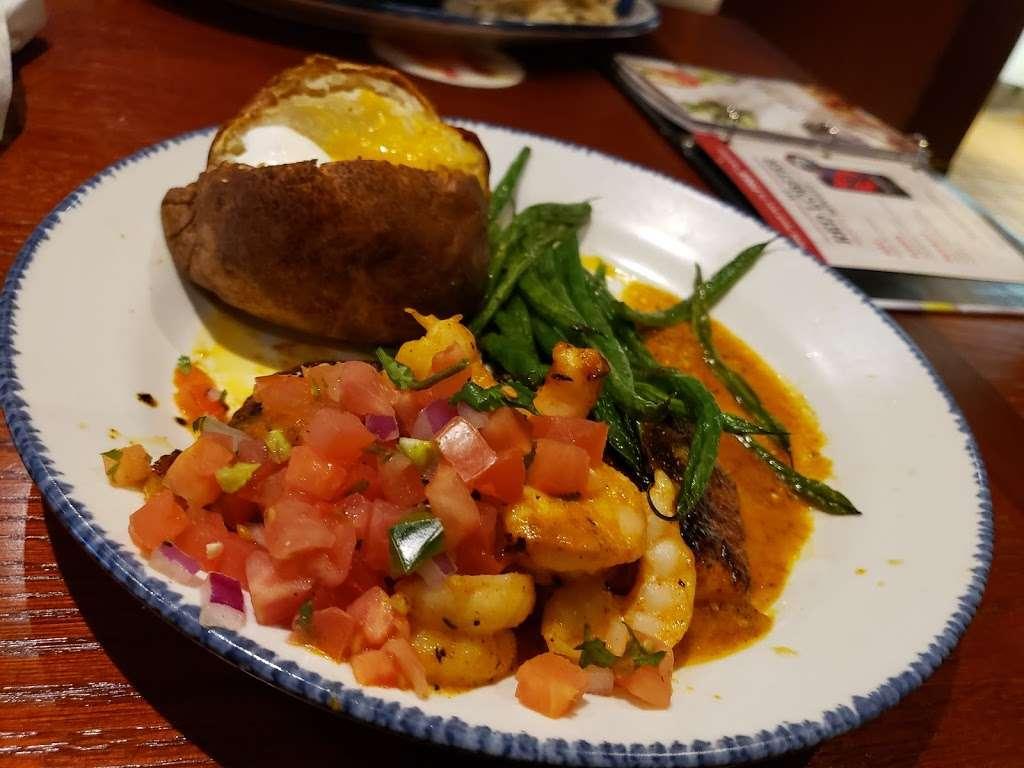 Red Lobster - restaurant  | Photo 10 of 10 | Address: 4717 I-10, Baytown, TX 77521, USA | Phone: (281) 421-5656