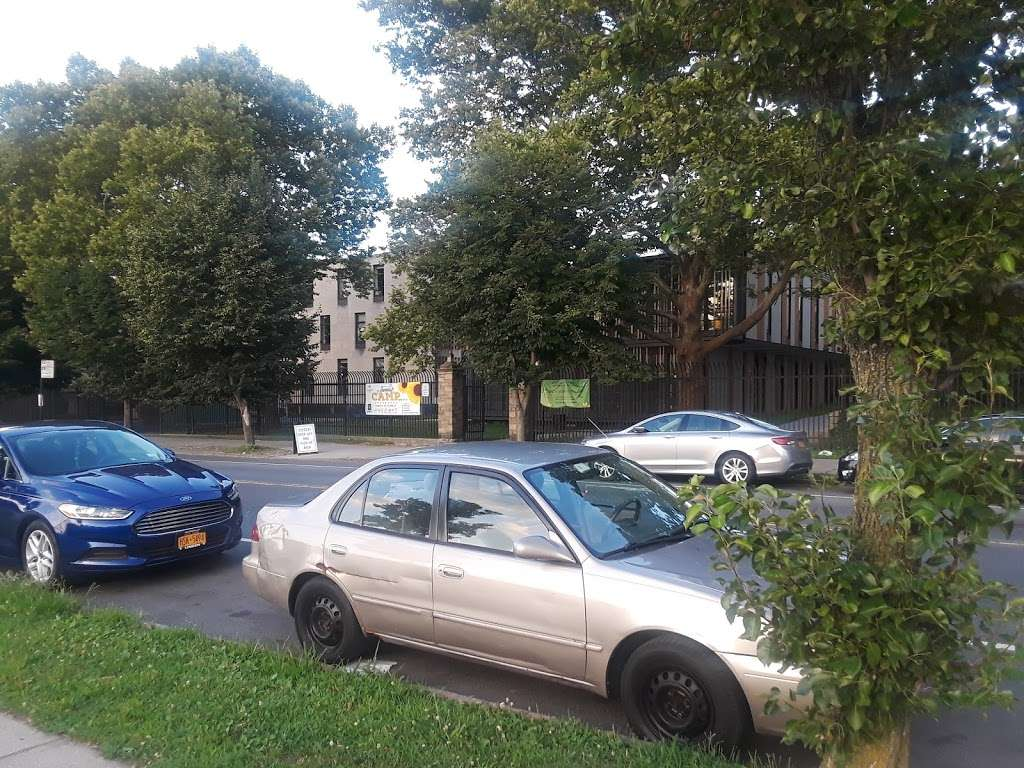 Jerome Park - park  | Photo 8 of 10 | Address: Goulden Ave, Bronx, NY 10463, USA | Phone: (212) 639-9675
