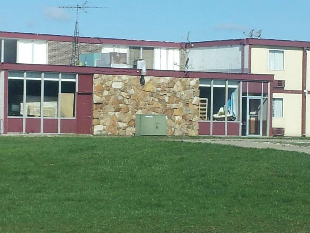Sun Motel - lodging  | Photo 5 of 10 | Address: 140 S Hickory St, Braidwood, IL 60408, USA | Phone: (815) 458-2812