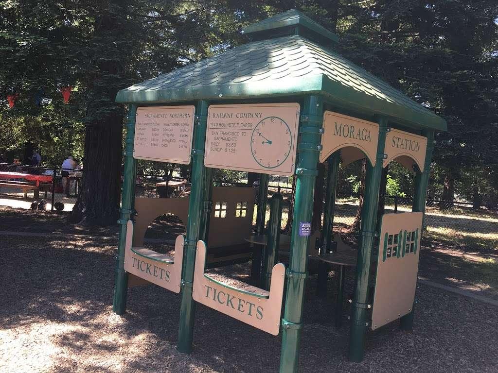 Rancho Laguna Park - park  | Photo 8 of 10 | Address: 2101 Camino Pablo, Moraga, CA 94556, USA | Phone: (925) 376-2520