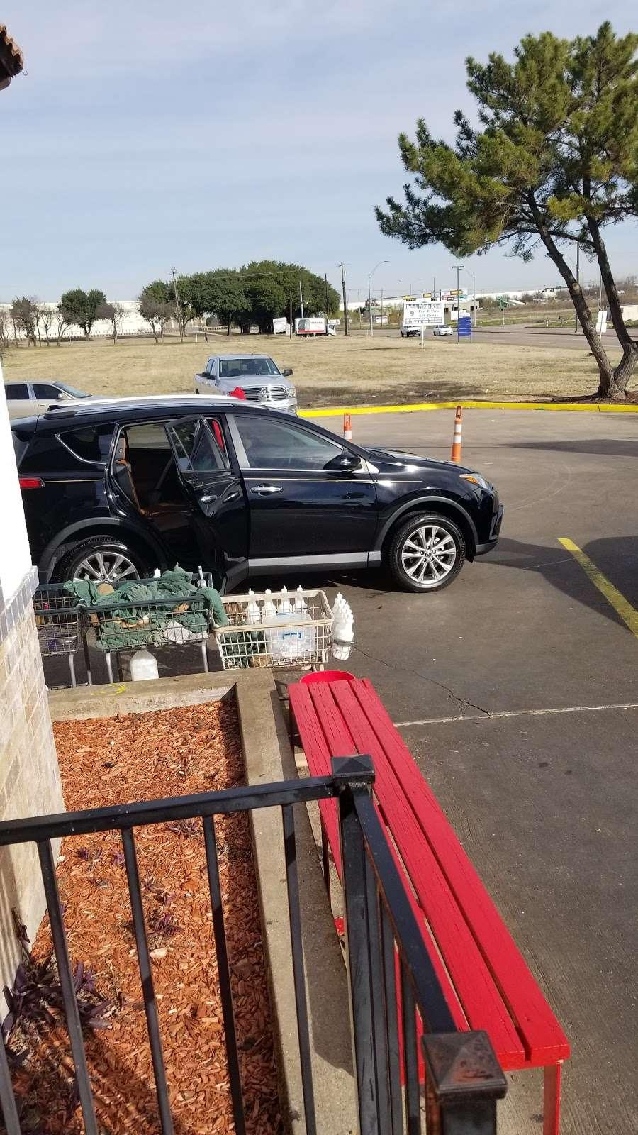 Star Car Wash - car wash    Photo 9 of 10   Address: 2111 N Hampton Rd, DeSoto, TX 75115, USA   Phone: (972) 298-5772
