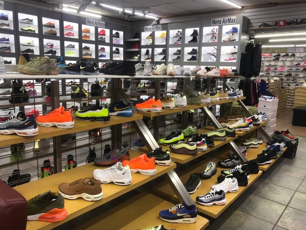Outlet Shoes & Rugs - shoe store  | Photo 1 of 8 | Address: 221 E Ledbetter Dr, Dallas, TX 75216, USA | Phone: (214) 376-2959