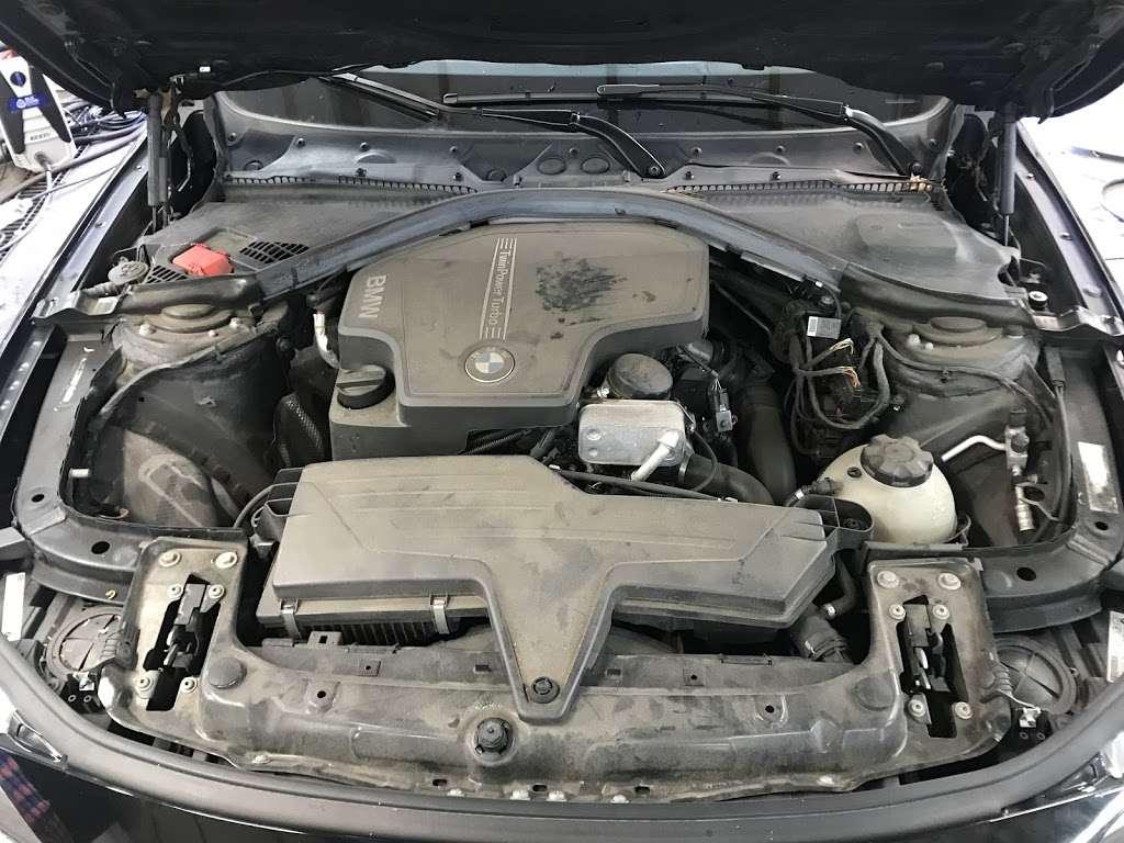 Lansdale Auto 兰带车行 - car repair  | Photo 2 of 10 | Address: 1550 N Broad St, Lansdale, PA 19446, USA | Phone: (215) 361-2123