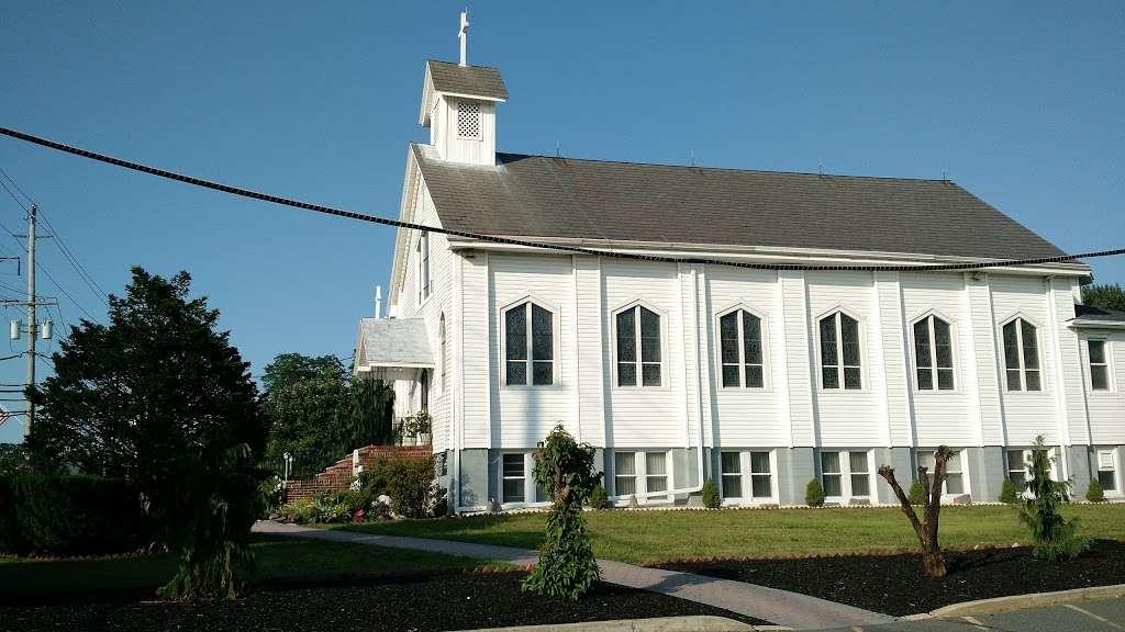 Holy Trinity Church - church  | Photo 2 of 6 | Address: 100 Main St, Helmetta, NJ 08828, USA | Phone: (732) 521-0172