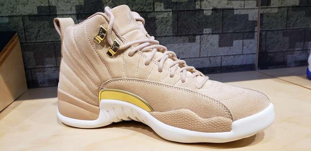 Footaction - shoe store    Photo 10 of 10   Address: 1004 Garden State Plaza Blvd, Paramus, NJ 07652, USA   Phone: (201) 843-3039