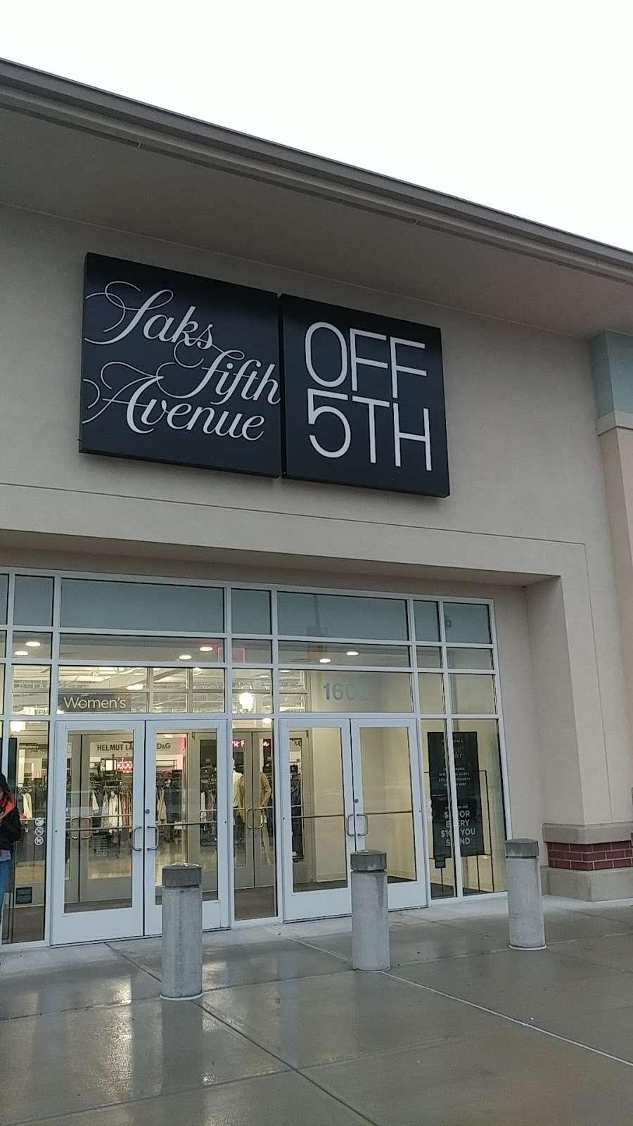 Saks OFF 5TH - department store  | Photo 6 of 10 | Address: 1650 Premium Outlet Blvd #1600, Aurora, IL 60502, USA | Phone: (331) 212-3950