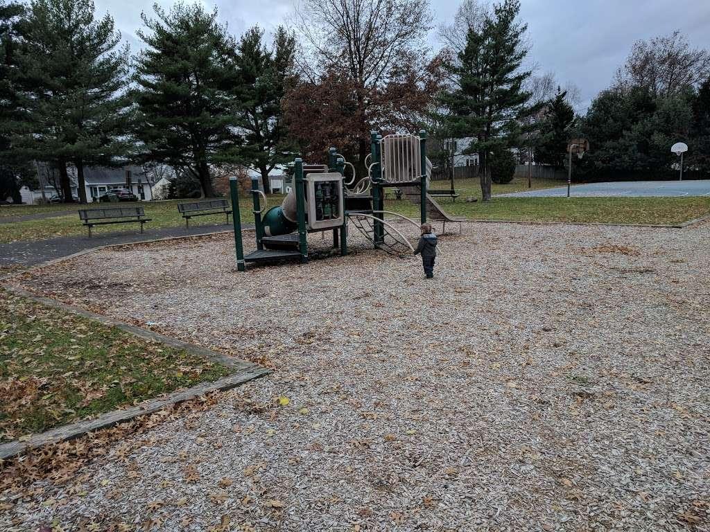 Stephen J Capestro Park - park  | Photo 4 of 10 | Address: 337 Grandview Ave, Edison, NJ 08837, USA | Phone: (732) 745-3900