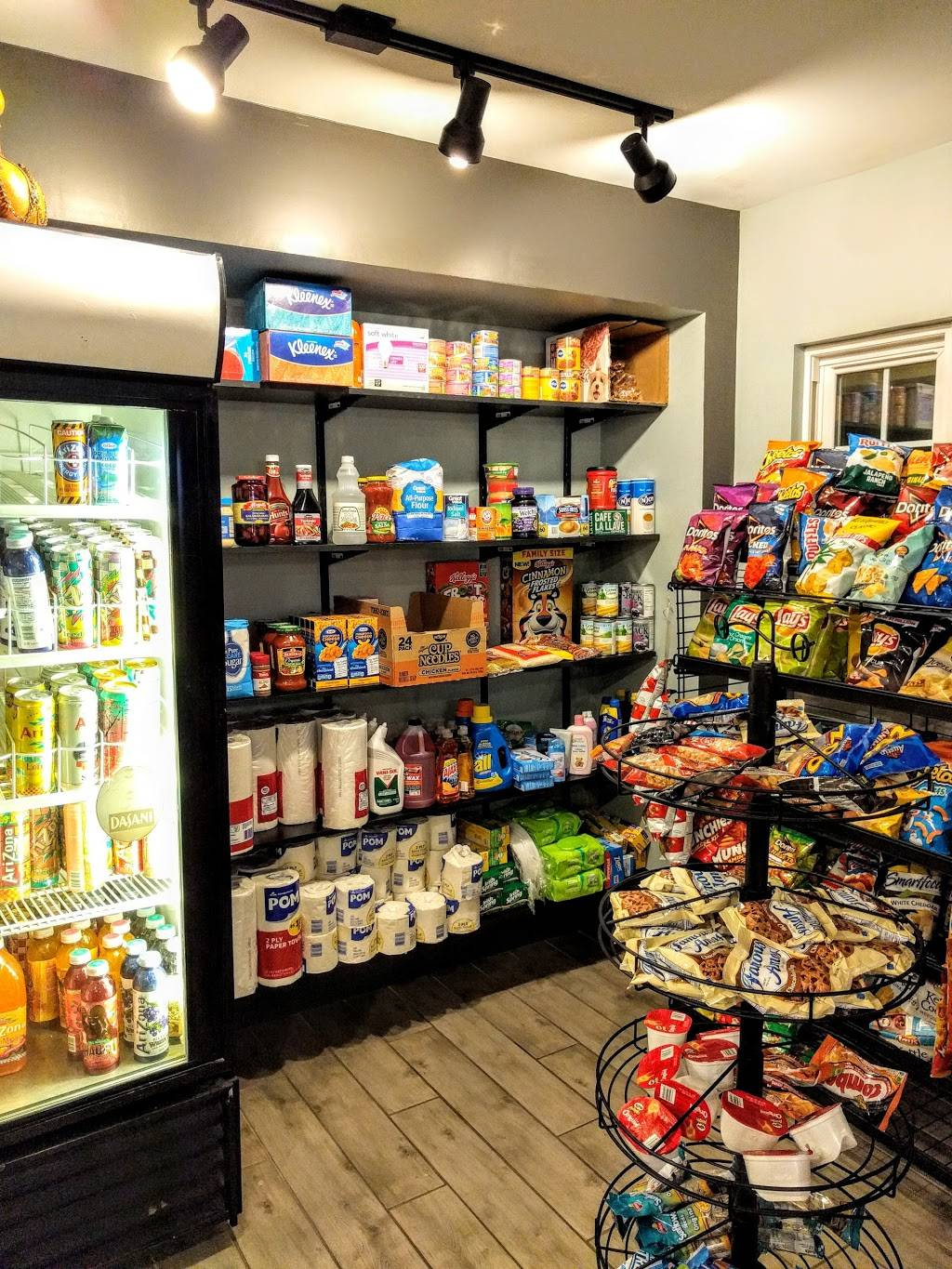 Bayside Market - convenience store  | Photo 2 of 2 | Address: 6301 S West Shore Blvd, Tampa, FL 33616, USA | Phone: (813) 559-7319