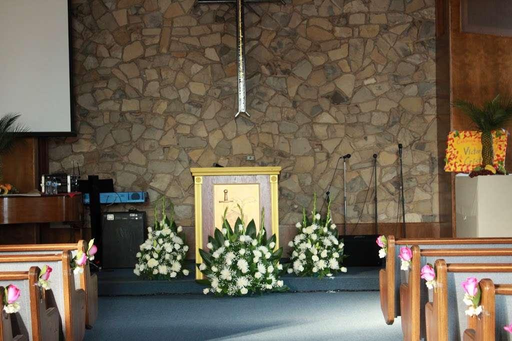 Iglesia de Jesucristo Palabra Miel Pacoima - church  | Photo 3 of 5 | Address: 11690 Fenton Ave, Lake View Terrace, CA 91342, USA | Phone: (818) 792-6582