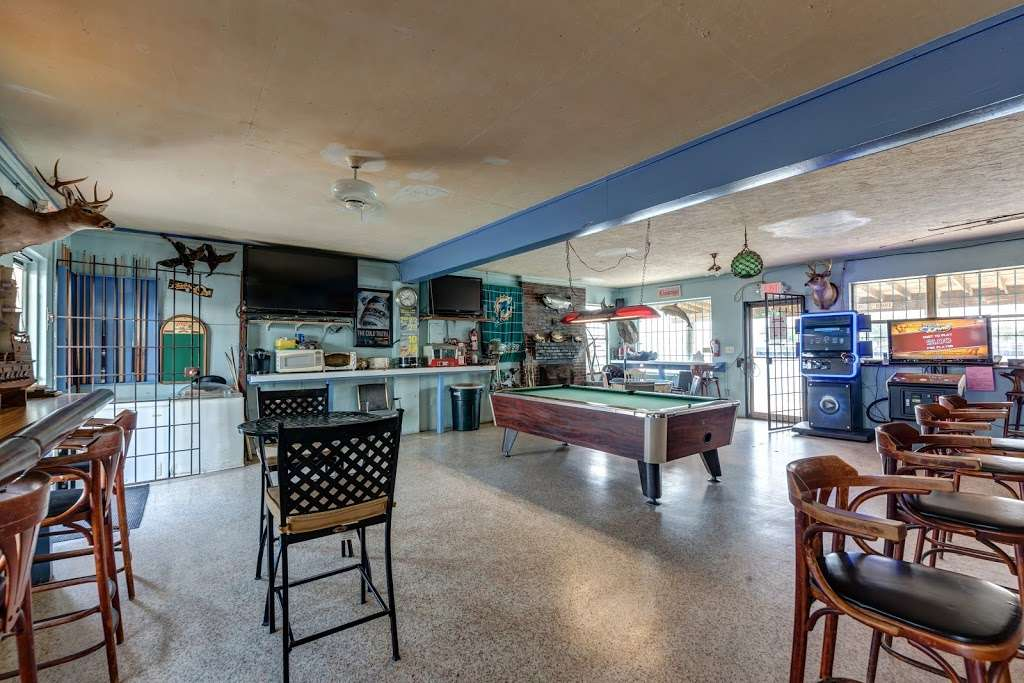 Docs Bait House - store    Photo 2 of 20   Address: 588 W Merritt Island Causeway, Merritt Island, FL 32952, USA   Phone: (321) 452-2288