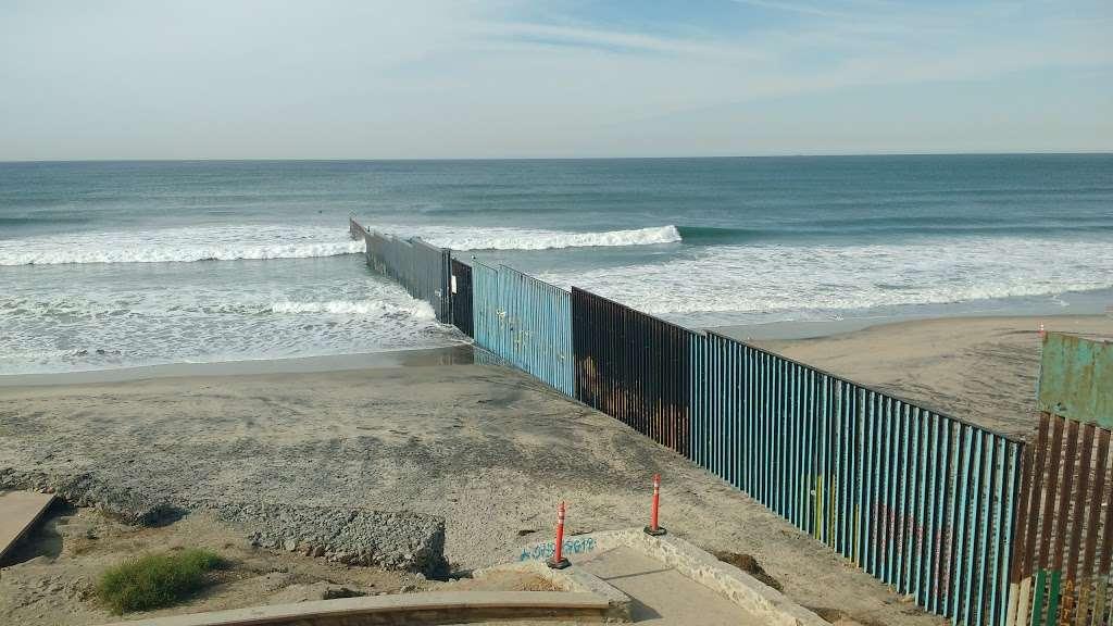 El Muro en la Playa, Tijuana - museum  | Photo 2 of 10 | Address: Faro, Monumental, Tijuana, B.C.