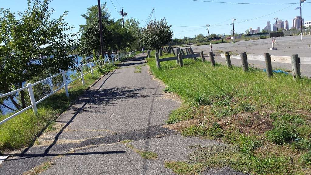Liberty Harbor RV Park - rv park  | Photo 5 of 10 | Address: 11 Marin Blvd, Jersey City, NJ 07302, USA | Phone: (201) 516-7500