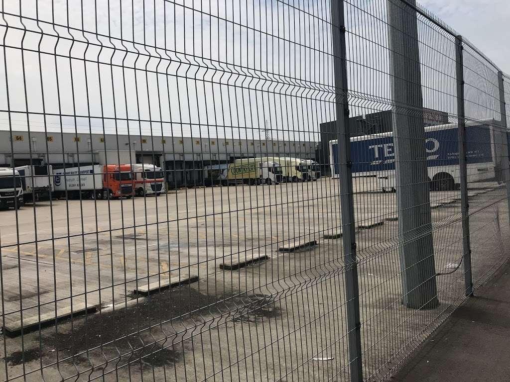 Tesco Dagenham Depot - storage  | Photo 7 of 10 | Address: Consul Ave, Rainham, Dagenham RM9 6DE, UK | Phone: 0800 323 4040