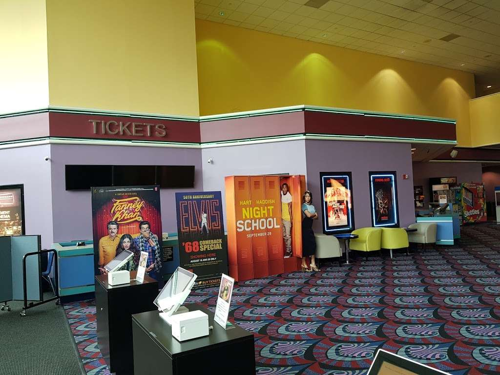 Edgewater Multiplex Cinemas - movie theater  | Photo 1 of 10 | Address: 339 River Rd, Edgewater, NJ 07020, USA | Phone: (800) 315-4000