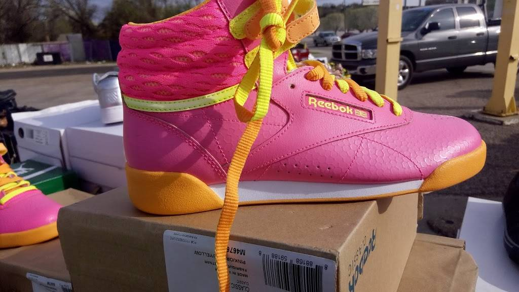 Outlet Shoes & Rugs - shoe store  | Photo 6 of 8 | Address: 221 E Ledbetter Dr, Dallas, TX 75216, USA | Phone: (214) 376-2959