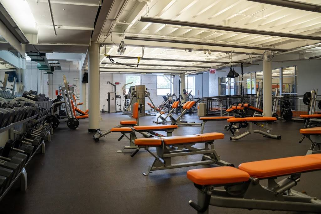 Lakeshore Sport & Fitness - gym    Photo 4 of 10   Address: 1320 W Fullerton Ave, Chicago, IL 60614, USA   Phone: (773) 348-6377