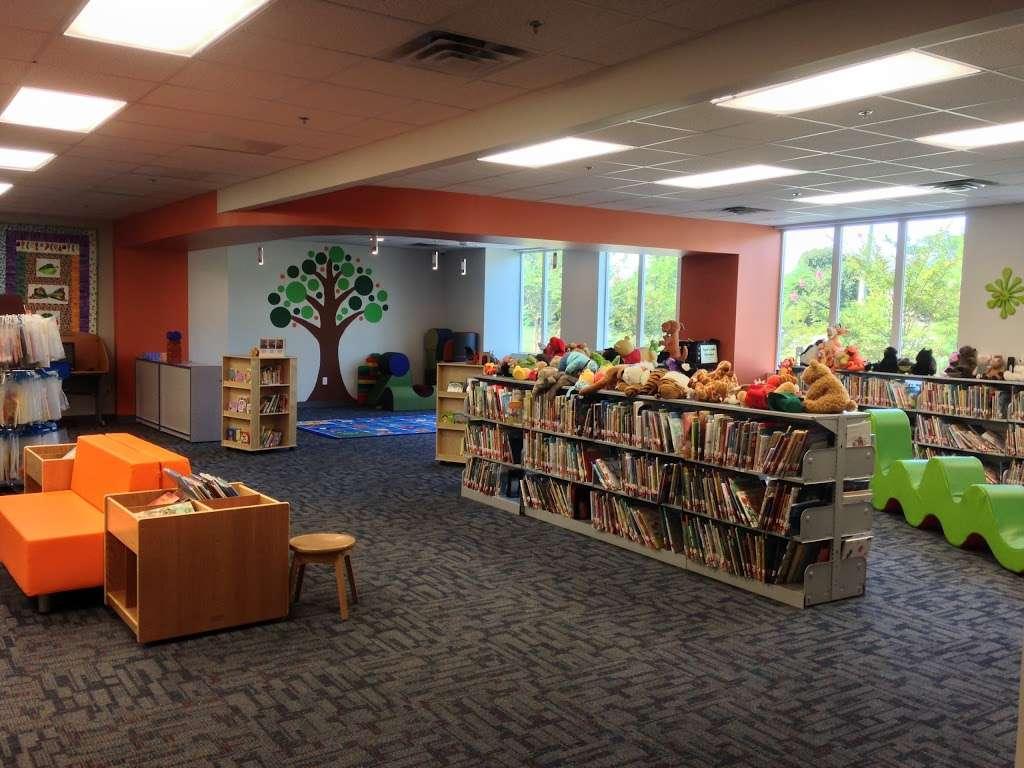 Lancaster Community Library - library    Photo 1 of 9   Address: 16 Town Centre Dr, Kilmarnock, VA 22482, USA   Phone: (804) 435-1729
