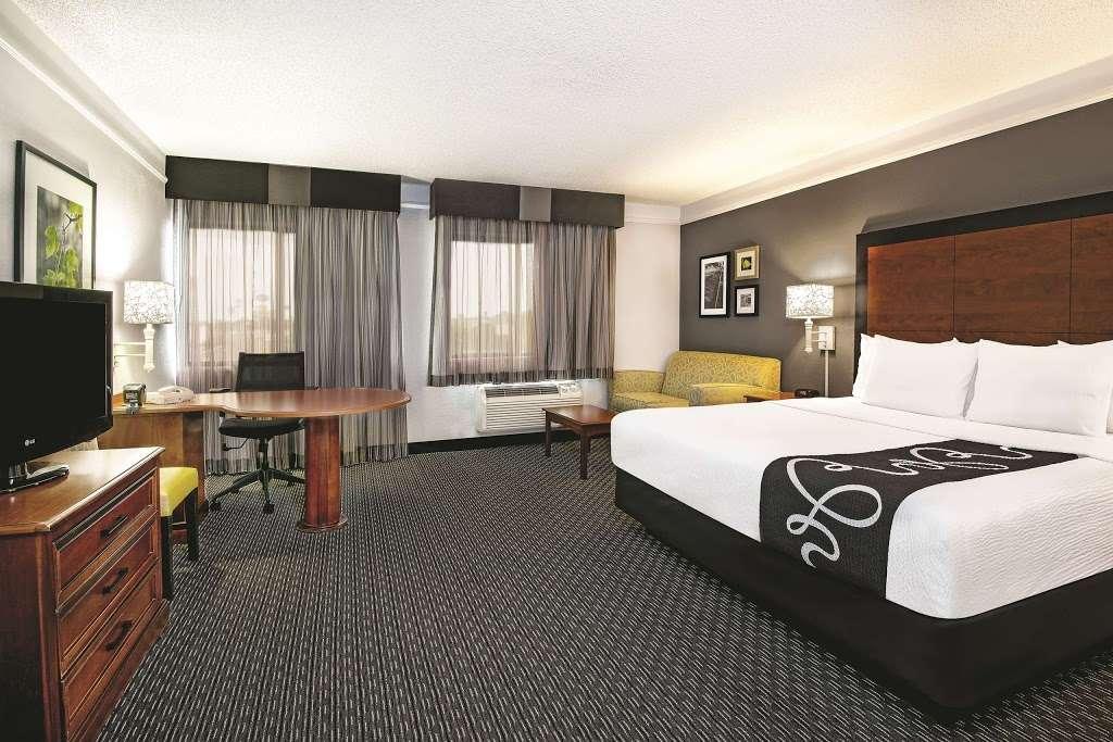 La Quinta Inn & Suites Houston Baytown East - lodging    Photo 8 of 10   Address: 5215 I-10, Baytown, TX 77521, USA   Phone: (281) 421-5566