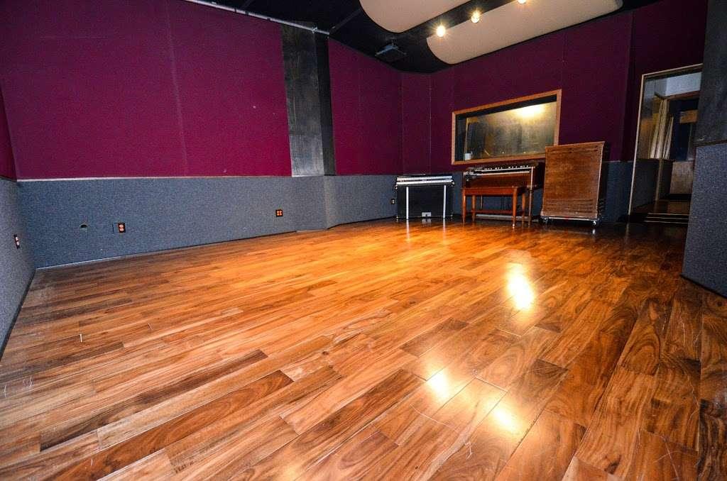 Studio City Sound - electronics store  | Photo 5 of 10 | Address: 4412 Whitsett Ave, Studio City, CA 91604, USA | Phone: (818) 505-9368