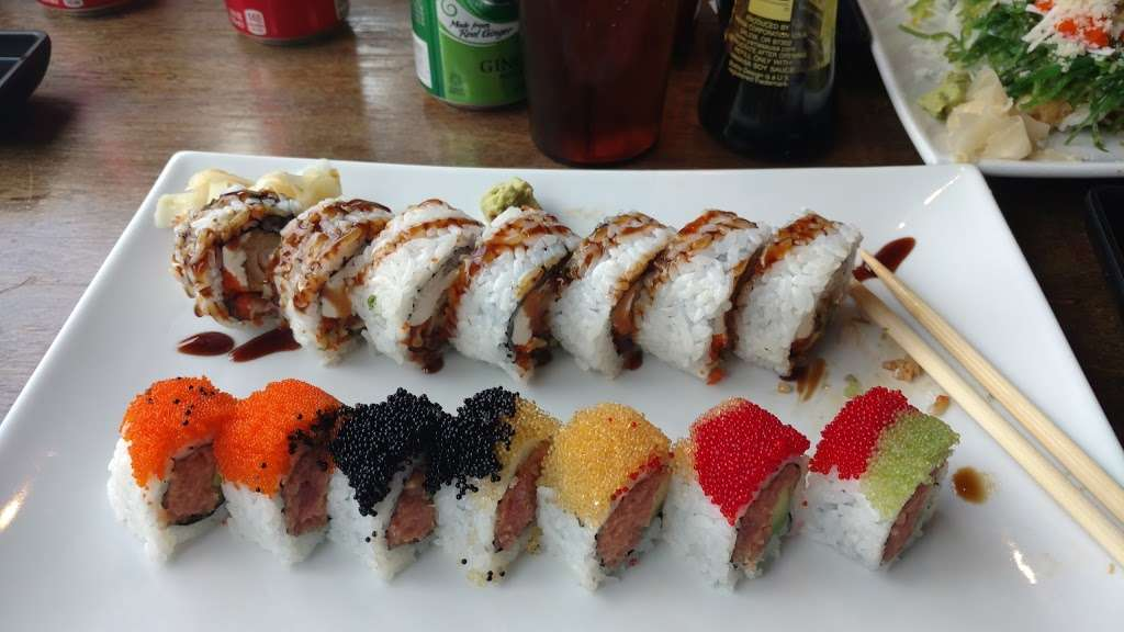 Sushi Cruise - restaurant  | Photo 9 of 10 | Address: 725 River Rd #51, Edgewater, NJ 07020, USA | Phone: (201) 313-3611