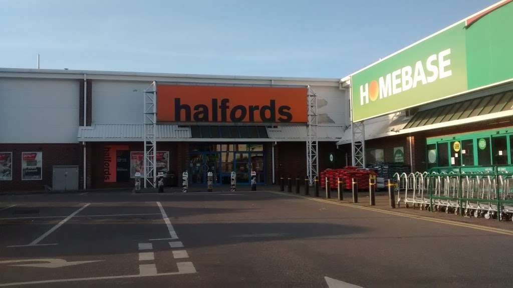 Halfords - bicycle store    Photo 4 of 9   Address: Sevenoaks Retail Park, Old Otford Rd, Sevenoaks TN14 5EW, UK   Phone: 01732 454148