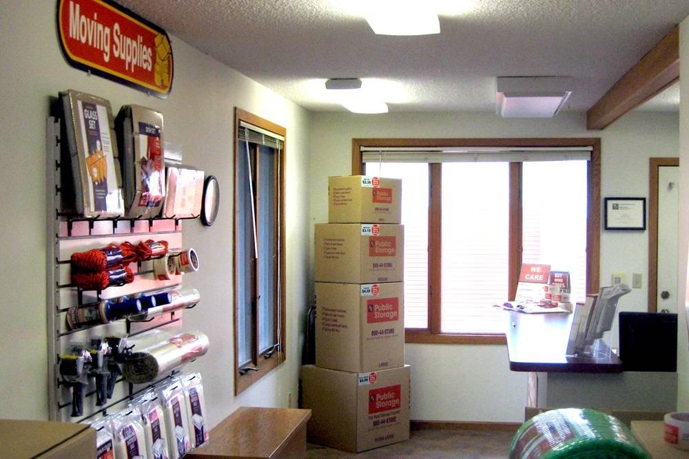 Public Storage - storage  | Photo 4 of 5 | Address: 1090 S Birch Lake Blvd, Vadnais Heights, MN 55127, USA | Phone: (651) 968-8599