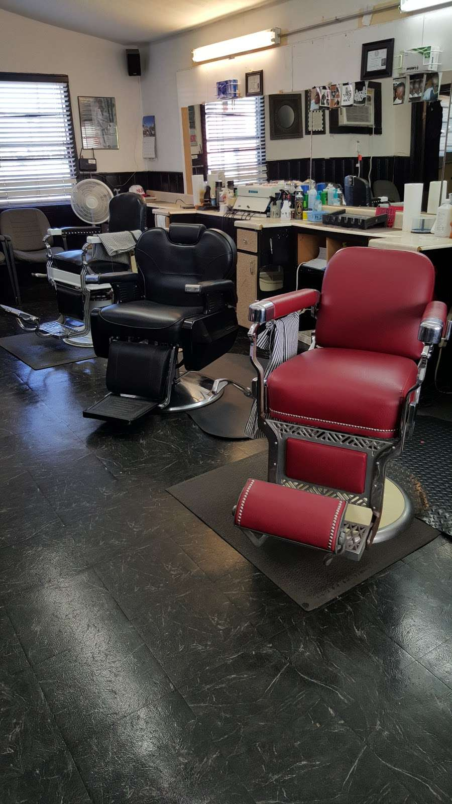Cut Creations Barber Shop - hair care  | Photo 3 of 10 | Address: 5301 N Wayside Dr, Houston, TX 77028, USA | Phone: (713) 671-9825