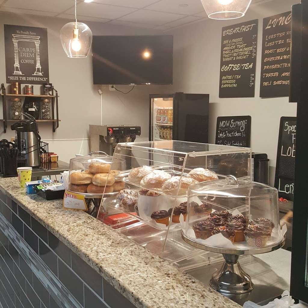 Maine Artisan Cafe - restaurant  | Photo 1 of 10 | Address: 400 Plaza Dr, Secaucus, NJ 07094, USA | Phone: (201) 885-3277