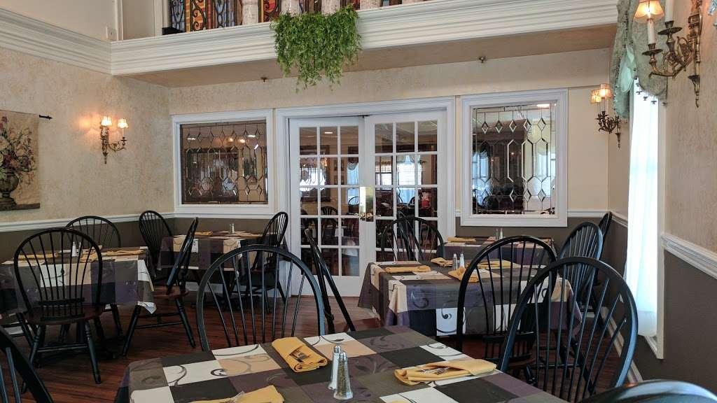 Long Hill Tavern - restaurant  | Photo 2 of 10 | Address: 632 Meyersville Rd, Gillette, NJ 07933, USA | Phone: (908) 647-6302