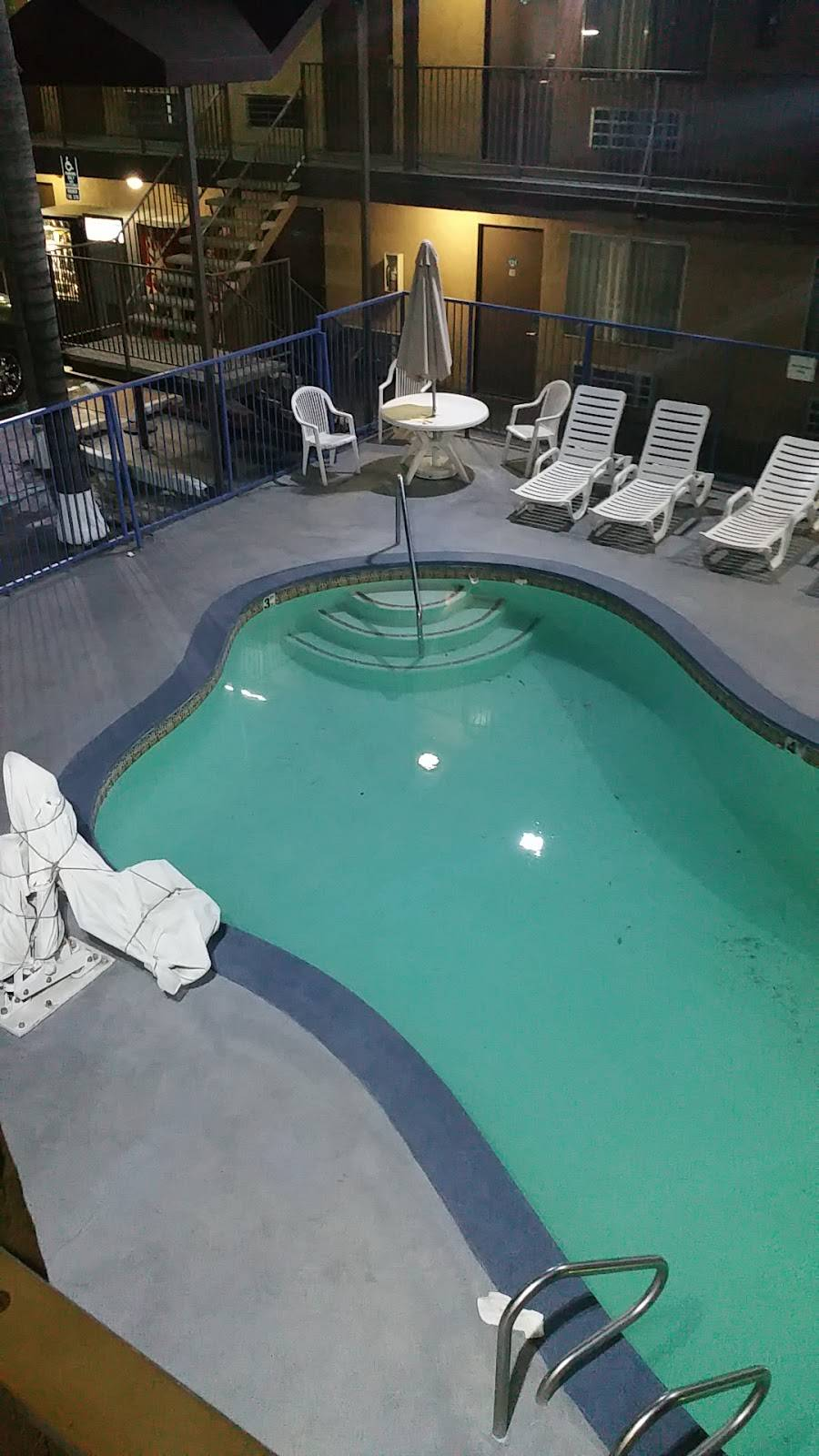 Days Inn by Wyndham San Bernardino - lodging  | Photo 3 of 8 | Address: 1386 E Highland Ave, San Bernardino, CA 92404, USA | Phone: (909) 881-1702