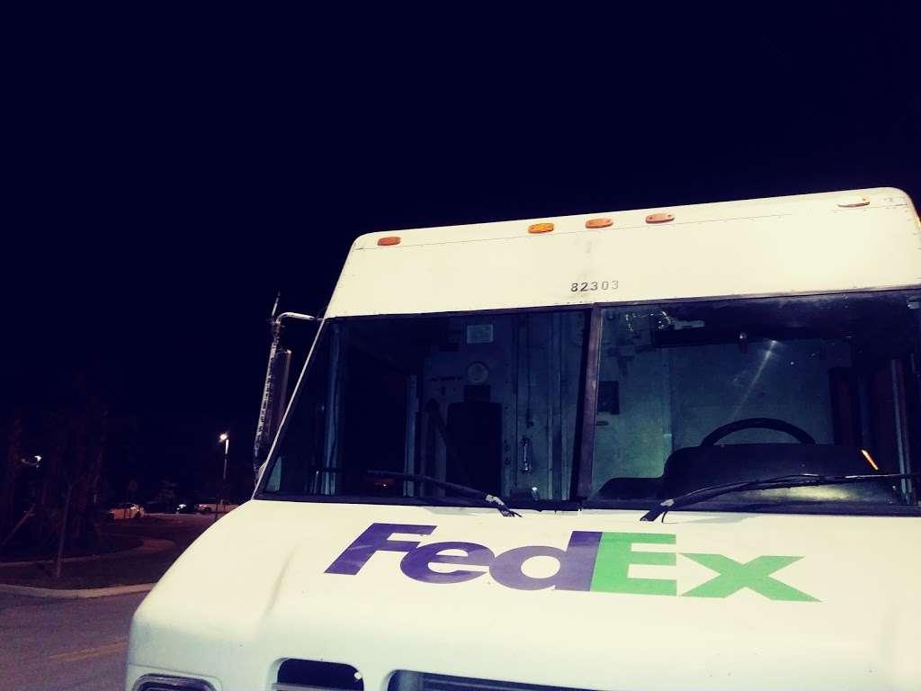 FedEx Ground - moving company  | Photo 5 of 8 | Address: 7358 7th Pl N, West Palm Beach, FL 33411, USA | Phone: (800) 463-3339