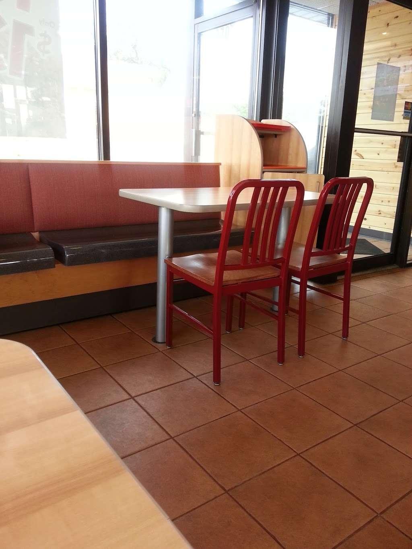 Popeyes Louisiana Kitchen - restaurant  | Photo 7 of 10 | Address: 2701 W 95th St, Evergreen Park, IL 60805, USA | Phone: (708) 424-9555
